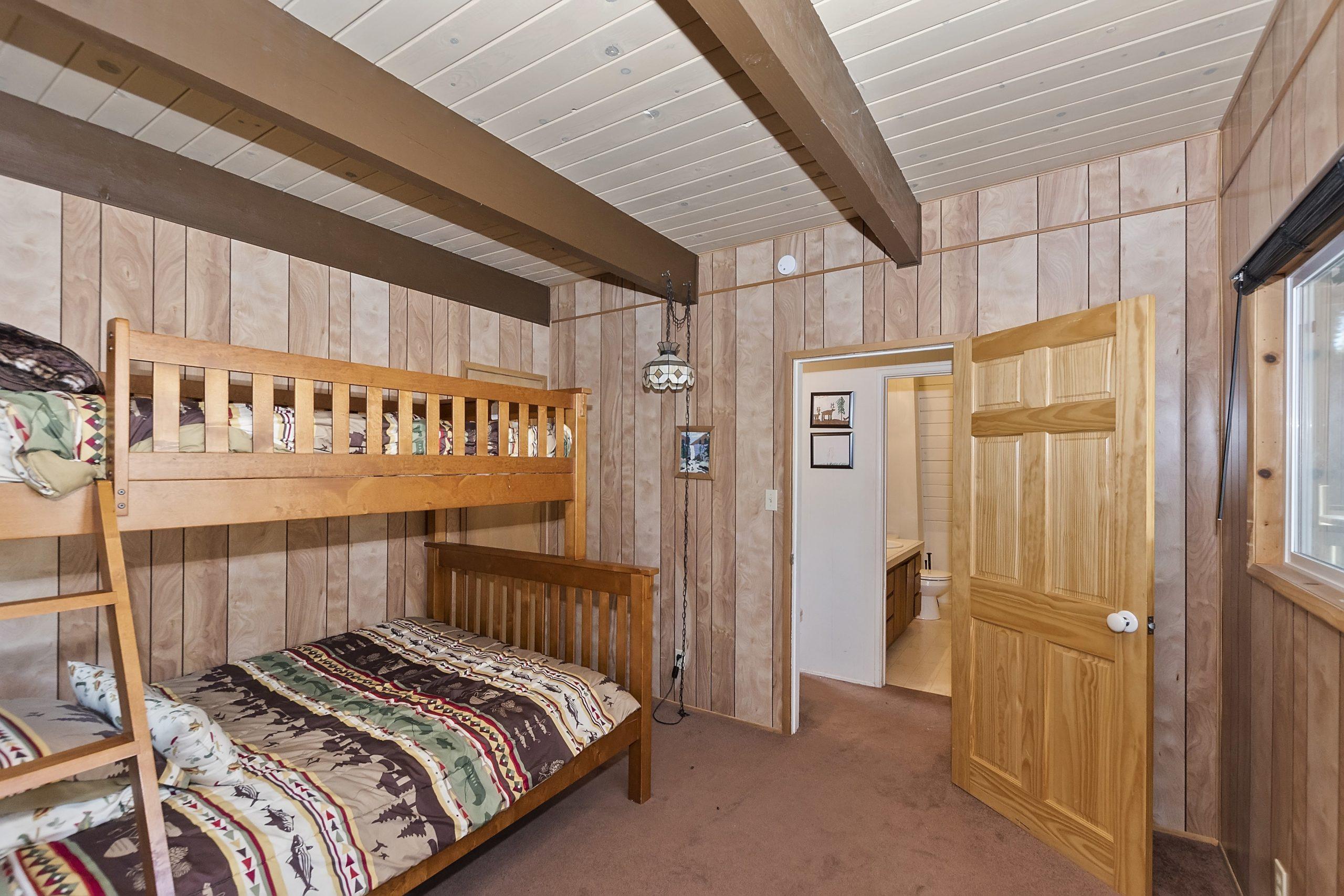 013_Bedroom